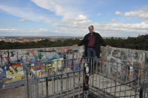 -as widersteht seiner Höhenangst auf dem Bismarkturm